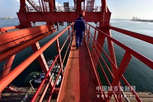 国投洋浦港的建设目标是成为海南省第一大港。摄影/章轲