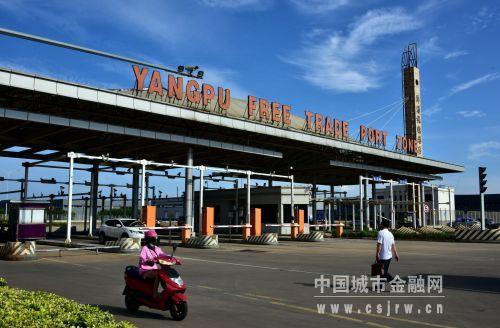 5月15日,海南省洋浦保税港区。摄影/章轲